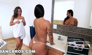 Double flogging joy with spicy j, victoria banxxx and kiley jay