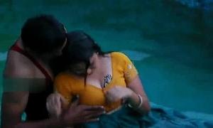 Lovers hawt romance in swimming pool