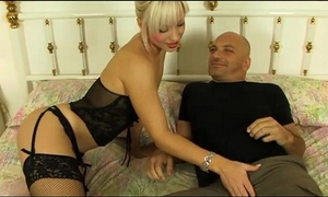 Sexy housewife explores sexy and hard zones