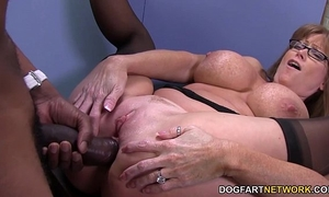 Sexy cougar darla crane acquires anal from large dark penis
