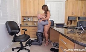 Curvy latin chick superstar sofia rose copulates in office