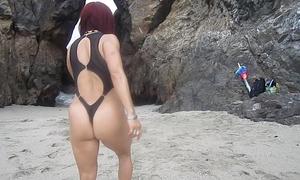 Rutinas de ejercicios duales en la playa-fitness sexy