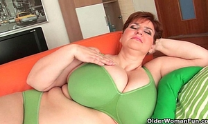 Bbw granny gives her large marangos and chunky wet crack a workout
