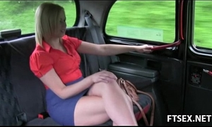 Blonde hottie receives fisted in the taxi