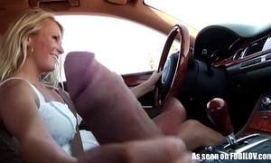 Girlfriend gives tugjob whilst driving