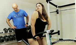 Workout stepmom's hawt soaked cookie in gym